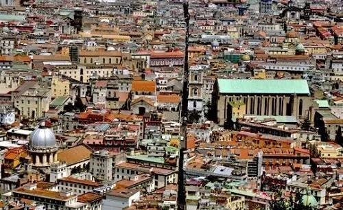 Spaccanapoli, tour tra presepi sfogliatelle e cultura