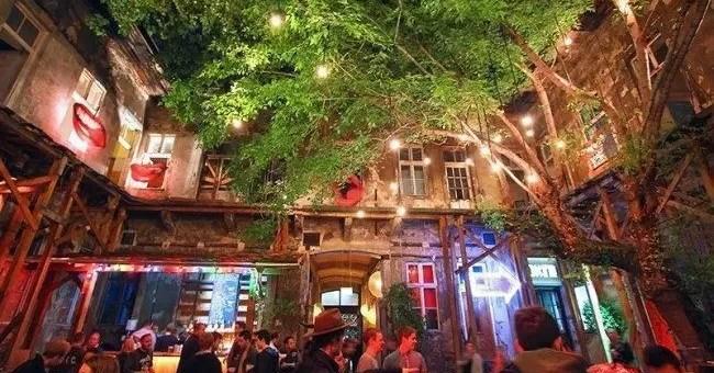 Ruin Pub a Budapest, i migliori pub in rovina