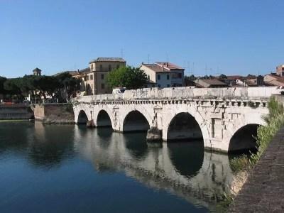 ponte-di-tiberio-rimini-bimillenario-viaggi-low-cost