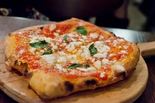 Pizza a Napoli, prova Starita di Sofia Loren