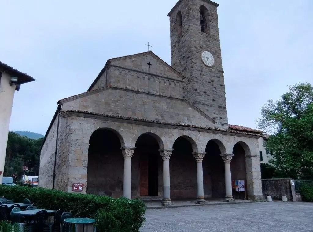 Pieve_dei_Santi_Pietro_e_Paolo_a_Cascia_-_facciata