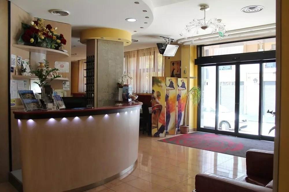 hotel-cristal-reception