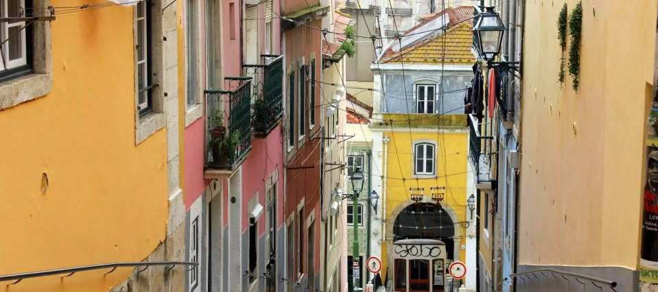 Lisbona, Tram 28 e metropolitana fino in aeroporto