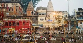 Varanasi, in India in barca sul Gange