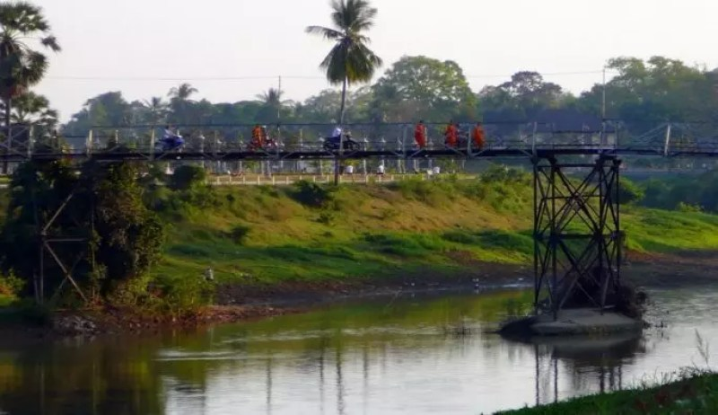 Pedestrian bridge, Battambang.