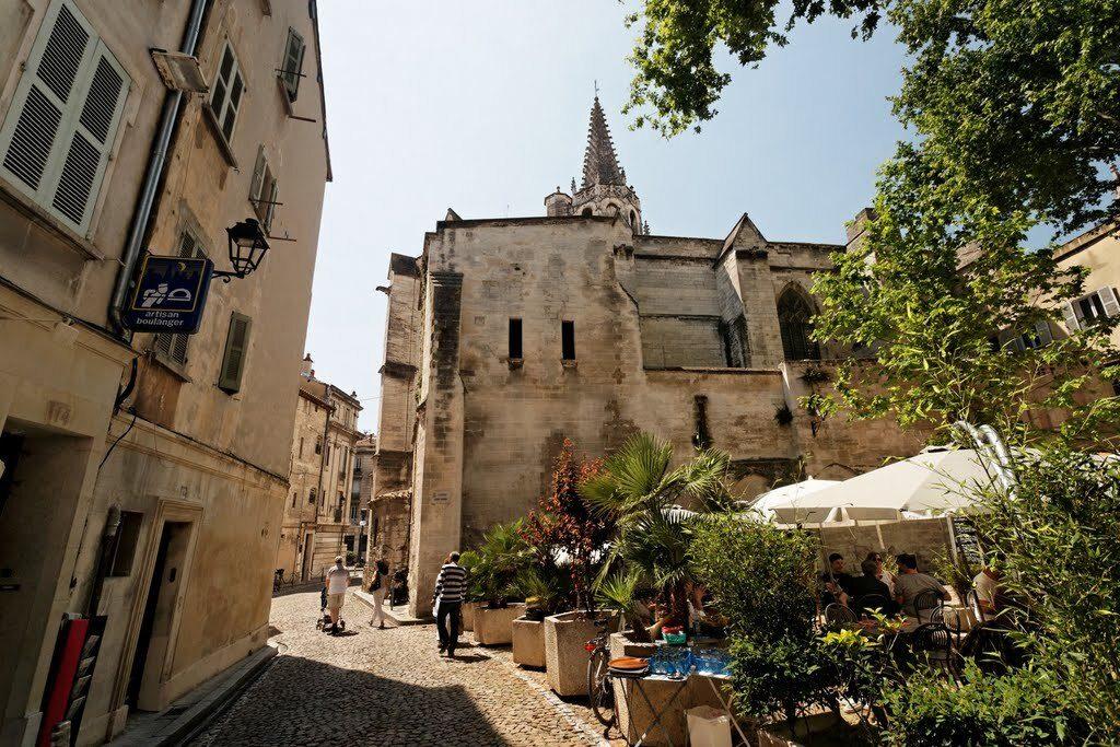 avignone-Place Cloître Saint-Pierre