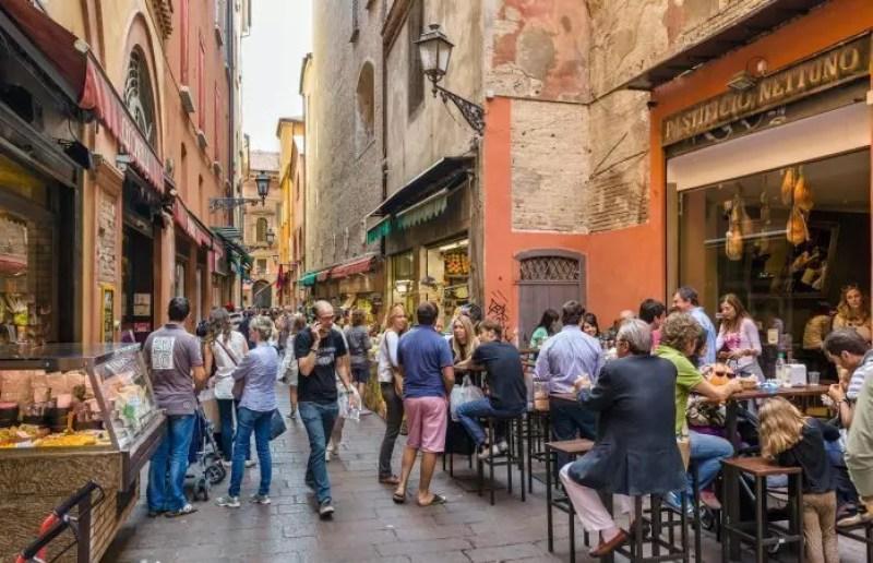 Bologna mercato di mezzo cosa vedere e gli orari per mangiare - Il mercato della piastrella moncalieri orari ...