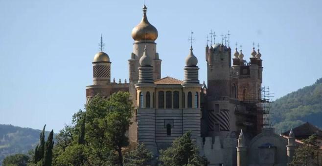Rocchetta Mattei: un castello da fiaba tra i colli bolognesi