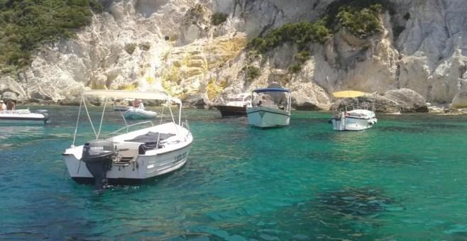 Ponza: girare l'isola in barca