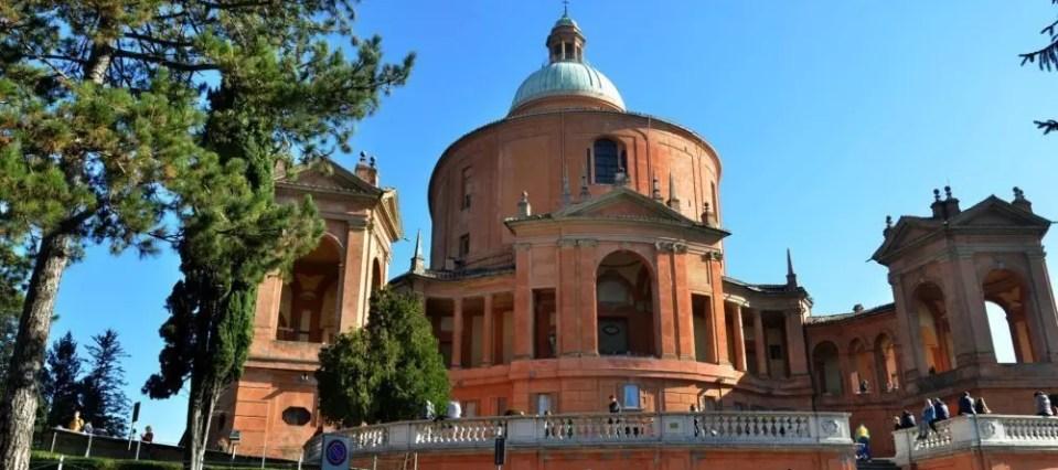 Tre percorsi a Bologna per chi ama camminare, tra verde e città