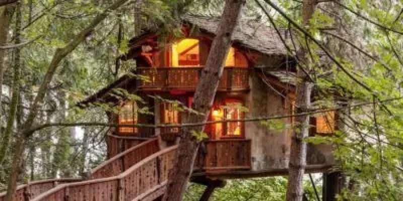 Soggiorno nelle case sugli alberi in Italia: quali strutture ...