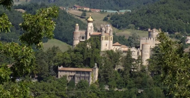 Rocchetta Mattei, il castello eclettico sull'Appennino Bolognese