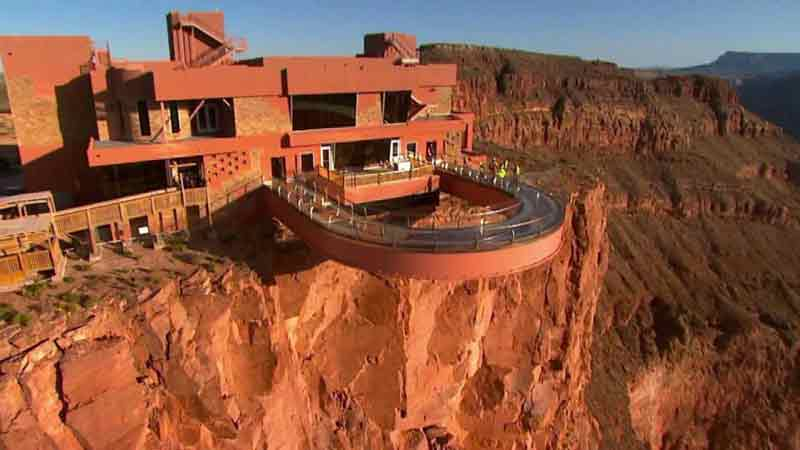 Grand Canyon Skywalk sulle nuvole del Grand Canyon West