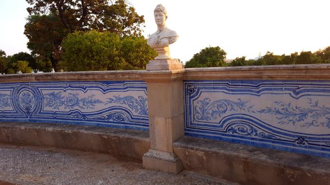 i giardini in stile francese del palazzo rosa di estoi in algarve
