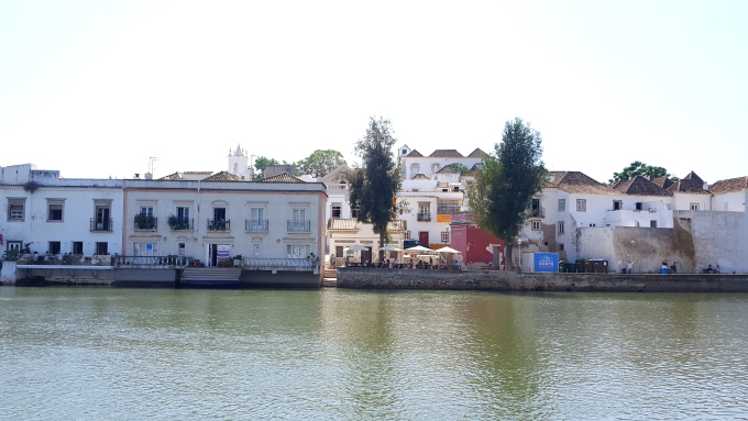 il centro storico di tavira, antico borgo di pescatori in algarve nel sud del portogallo