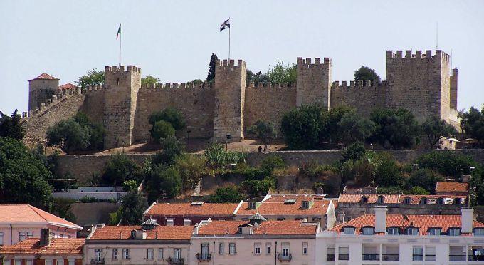 il castello di san giorgio nel centro di lisbona