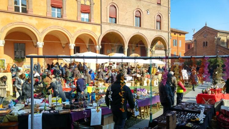 bancarelle centro storico di bologna