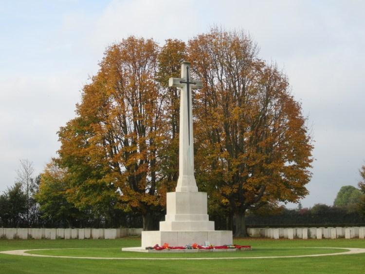 la cross war nel cimitero militare britannico di bayeux