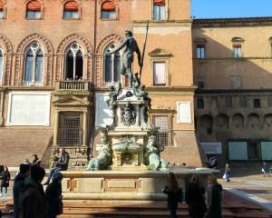 fontana del nettuno centro storico di bologna