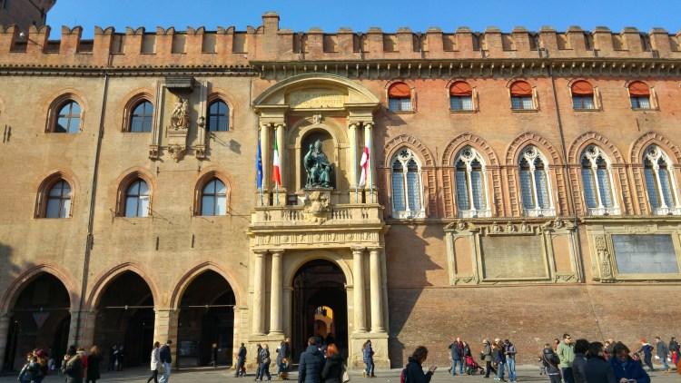 palazzo accursio centro storico di bologna