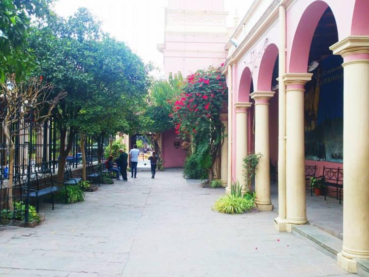 patio della cattedrale di salta