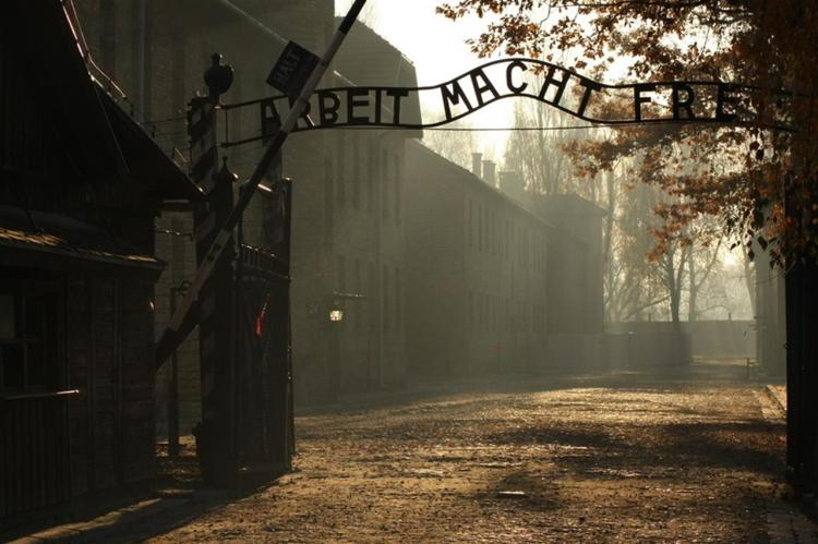 ingresso al campo di auschwitz