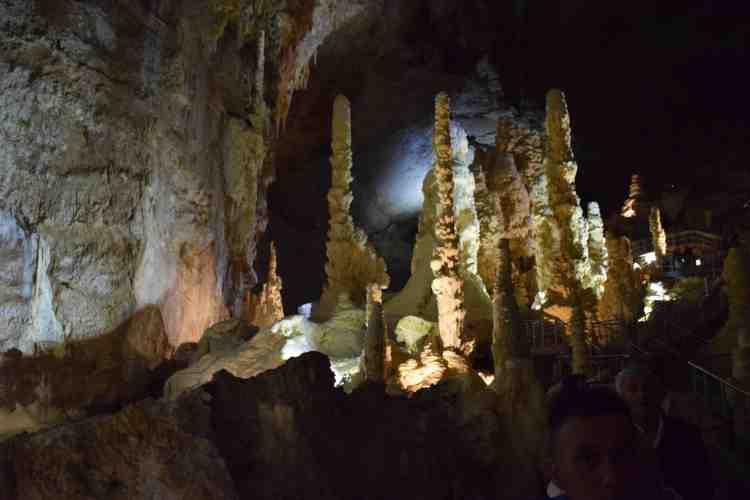 i giganti nelle grotte di frasassi