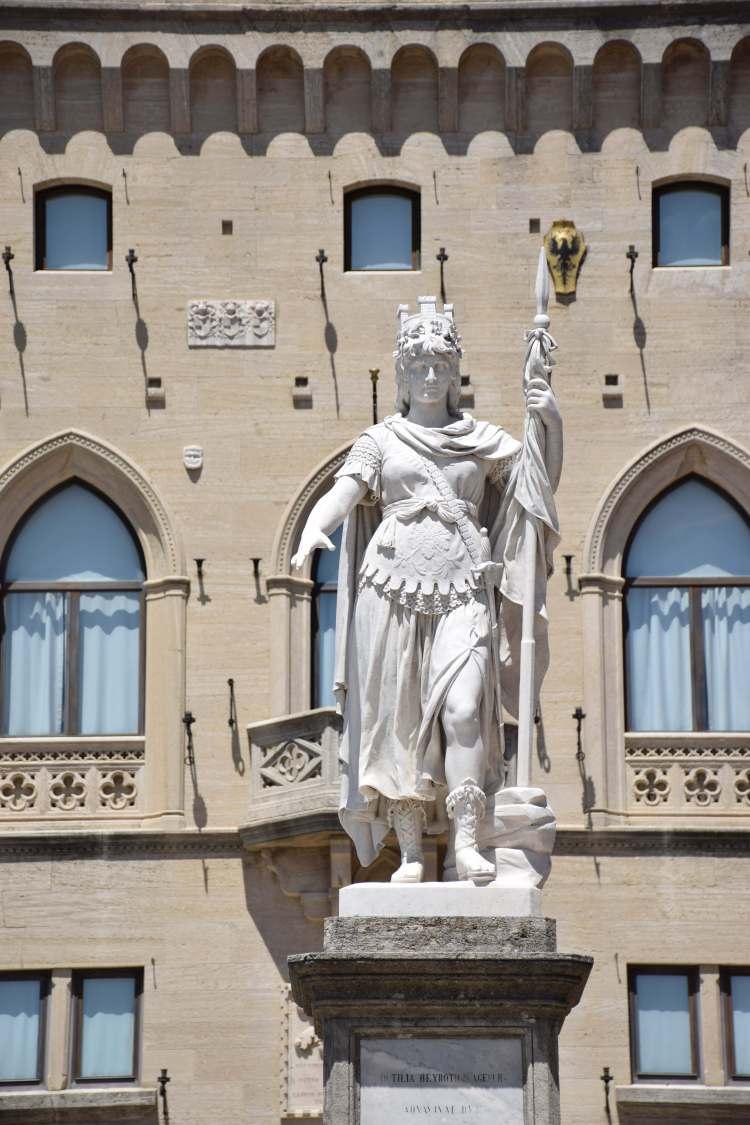 statua della libertà città di san marino