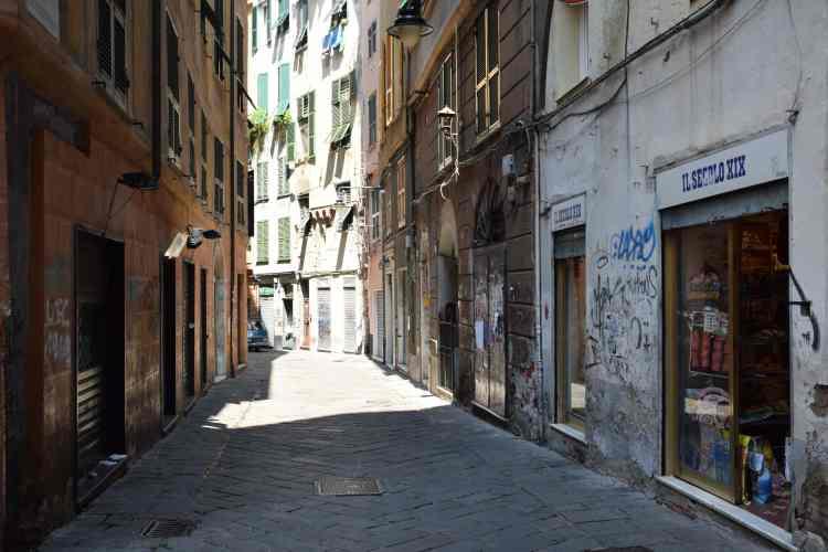 un carrugio nel centro storico di genova