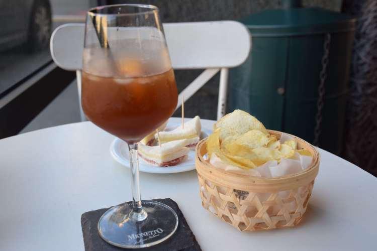 aperitivo a base di sciroppo di Chinotto di Savona e prosecco