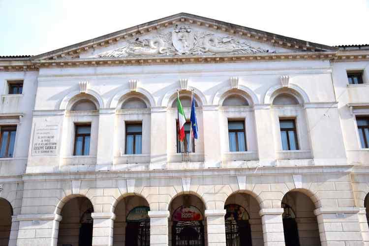 il palazzo comunale nel centro storico di Chioggia
