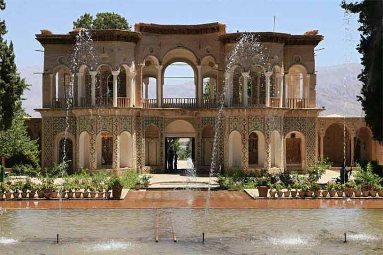 Lo splendido padiglione del giardino persiano Shazdeh Garden   Fonte: Lonely Planet