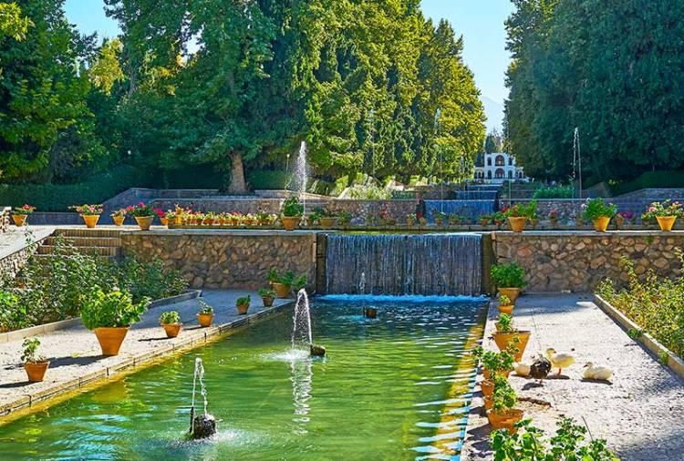 Il rigoglioso Shazdeh Garden   Fonte: Lonely Planet