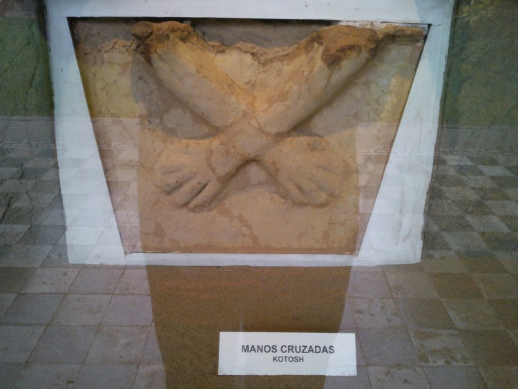 Las manos cruzadas de kotosh al MNAAHP