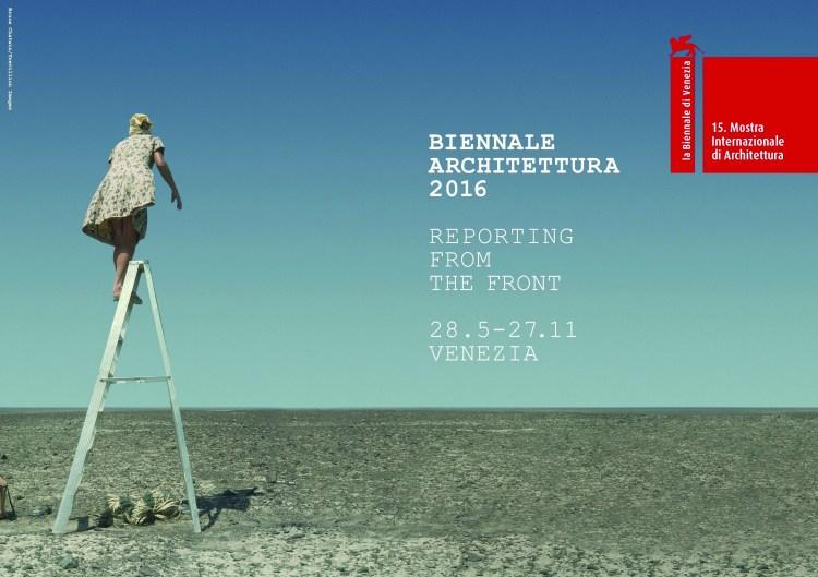 La foto di Maria Reiche sulla scala utilizzata per la presentazione della Biennale di Venezia 2016