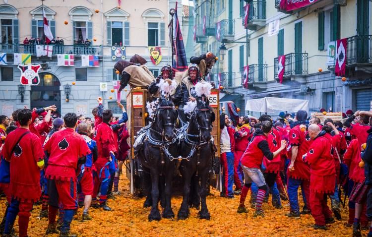 la battaglia delle arance al carnevale di ivrea