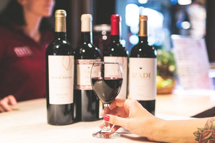 etichette di vino ricercate al Mercado de San Miguel