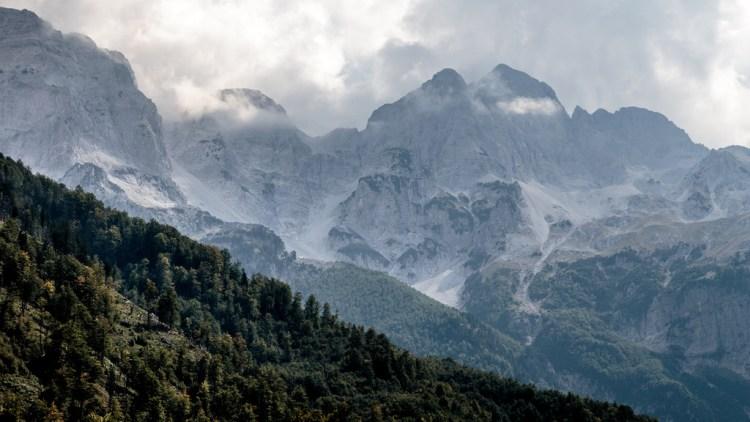 Maja Jezerces la cima più alta delle alpi albanesi