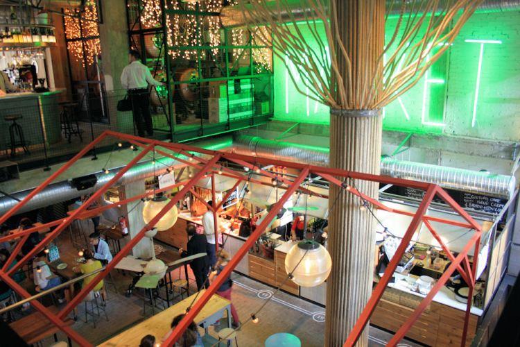 gli ambienti interni dello Street Market del Mercado de San Ildefonso