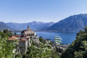 Vista sul Lago Maggiore da Orselina, nel Canton Ticino, in Svizzera