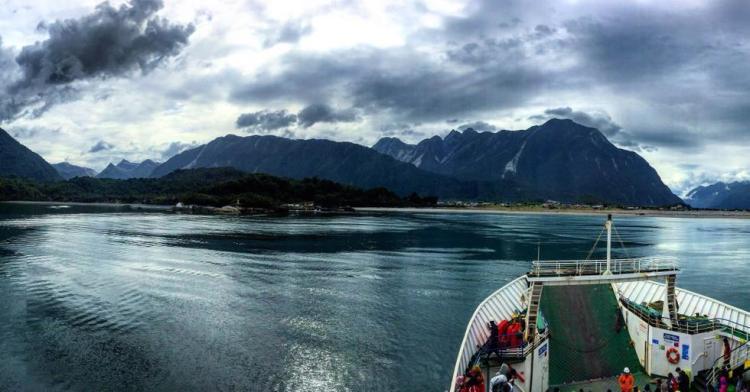 il ferry per il parco nazionale hornopirén
