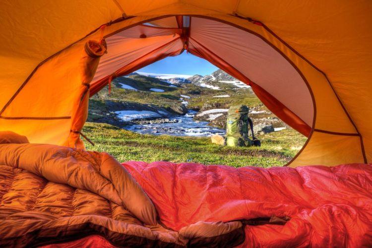 tenda e sacco a pelo in montagna