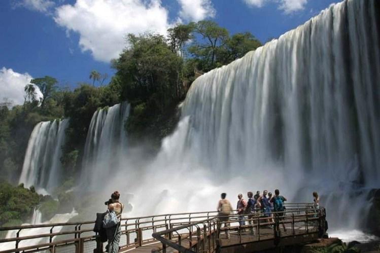 a pochi metri dalla garganta del diablo, il sato d'acqua più imponente delle cataratas del iguazú
