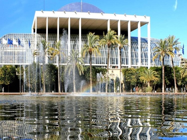 una delle strutture che si trovano lungo il jardin del turia di valencia