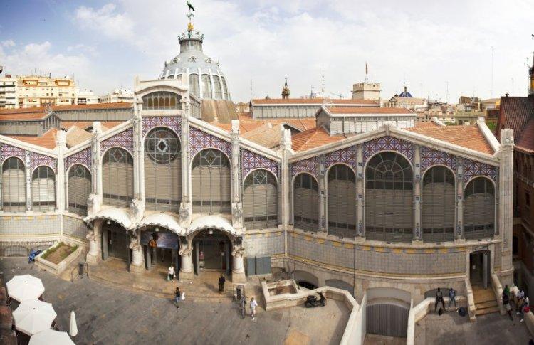 l'edificio modernista che ospita il mercado central de valencia