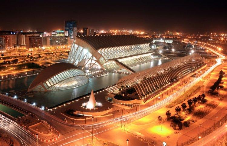 panoramica della città delle arti e delle scienze di calatrava di notte