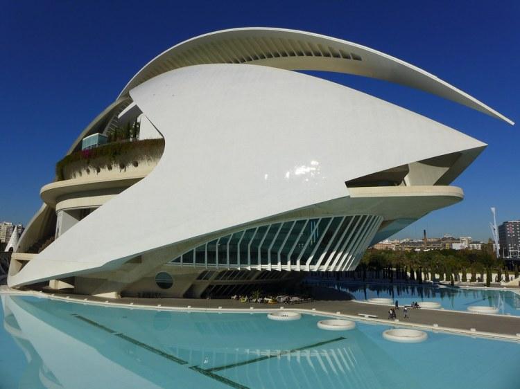 l'edificio dell'opera house-palau de les arts reina sofía nella città delle arti e delle scienze di calatrava a valencia