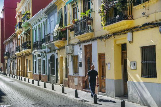 una delle strade tipiche nel quaartiere del cabanyal a velencia