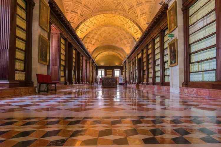 Un corridoio dell'Archivio Generale delle Indie di siviglia