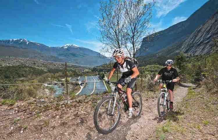 uno dei sentieri panoramici da fare in mountain bike fuori dro